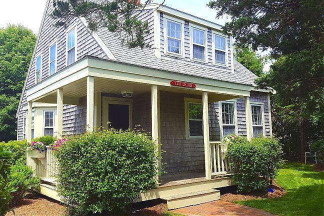 26 Cato Lane - Nashaquisset - $2,950-$4,300/week